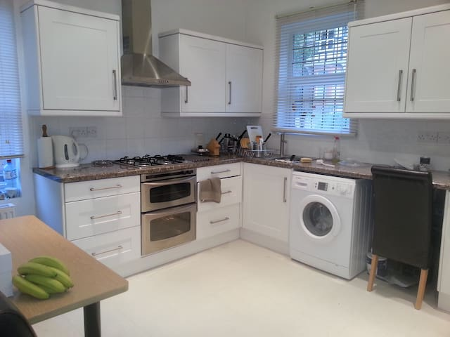 Entire home near to Luton Airport - Luton - Daire