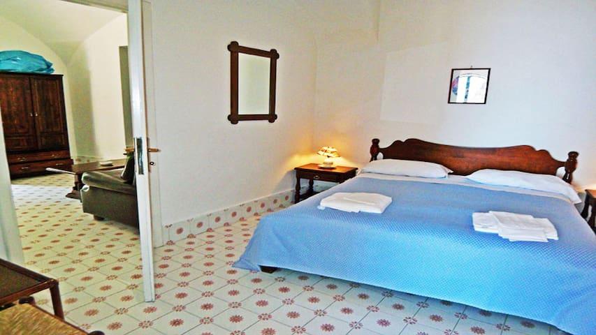 Cactus (12) Double bedroom with en-suite bathroom