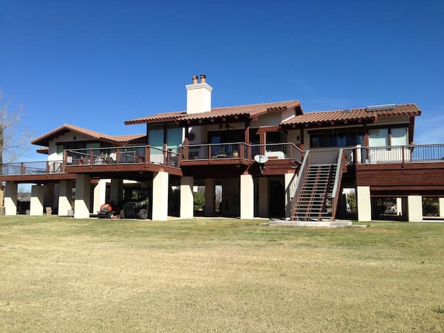 River Retreat! Beautiful Camp Verde Home on the River! S053