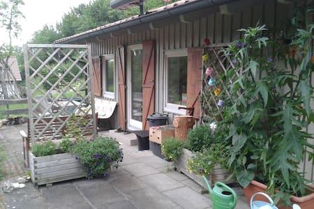 Häuschen im Grünen - Rottenburg - House