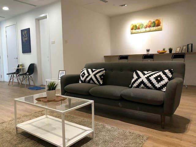Binjai Deluxe 2bedroom Suite,Near LRT,5min to KLCC