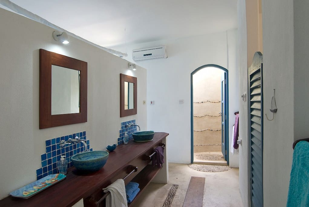 Spacious bathroom area with separate wc...and an outdoor shower with a view of the sea and the stars!