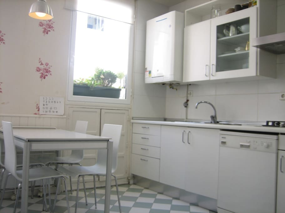 Fully equipment kitchen, dishwasher, washer and dryer