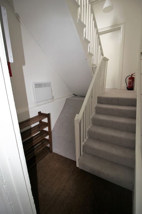 Entrance hall & stairs up to 2nd floor