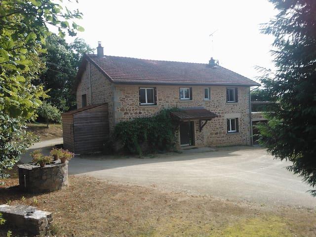 Grande grange rénovée à la campagne - Champnétery - House