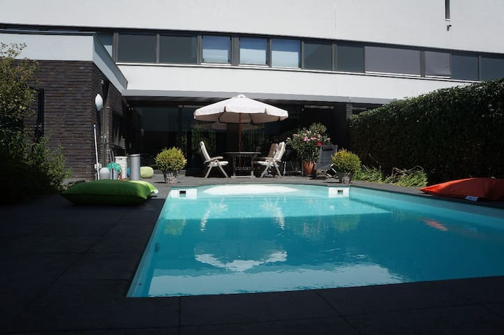 New! Villa with swimmingpool/garden in Maastricht - Maastricht - Villa