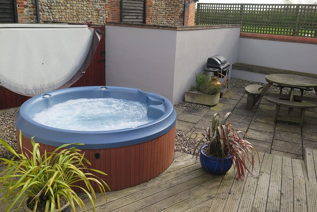 Private Hot Tub in own secure garden with gas BBQ