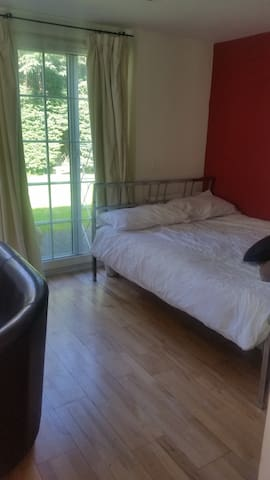 Self contained room, inc en suite and kitchenette - Bushey - Dom