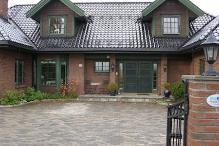 Stor villa med flott utsikt til Oslo/Holmenkollen - Oppegard