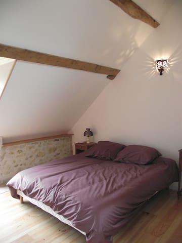 La Grange des Blins, chambre violette - Jouy