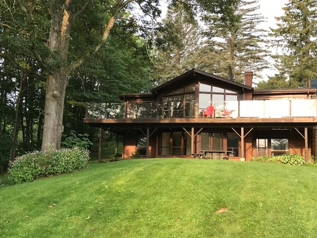 Gorgeous home on Stoney Lake