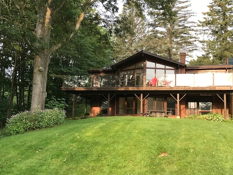 Gorgeous home on Stoney Lake