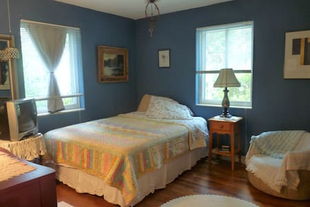 Charming~Peaceful~Convenient to Downtown - Gainesville