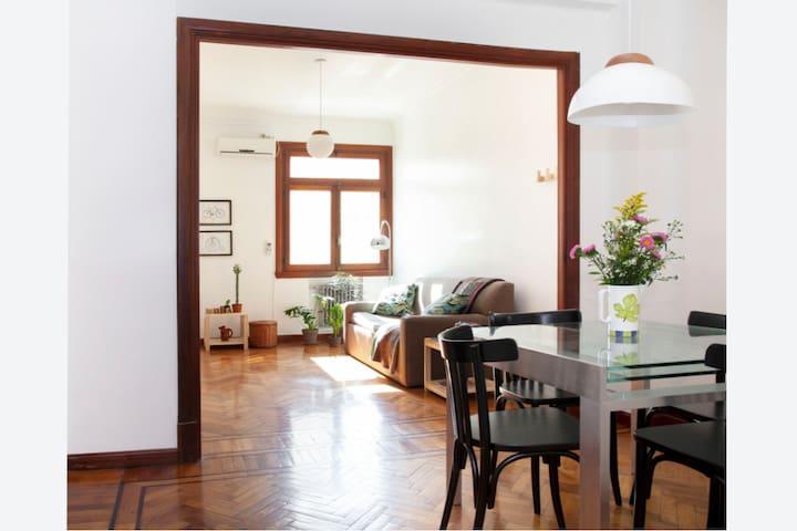 Hermoso apartamento entre Monserrat y San Telmo