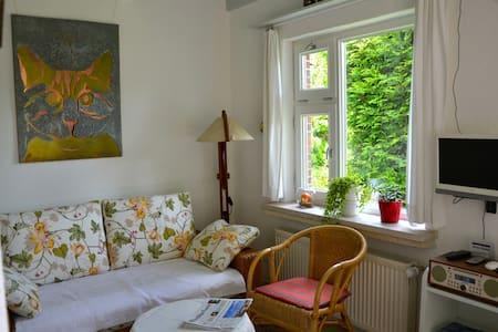 Gemütliche, helle Wohnung, ruhig gelegen - Berumbur - アパート