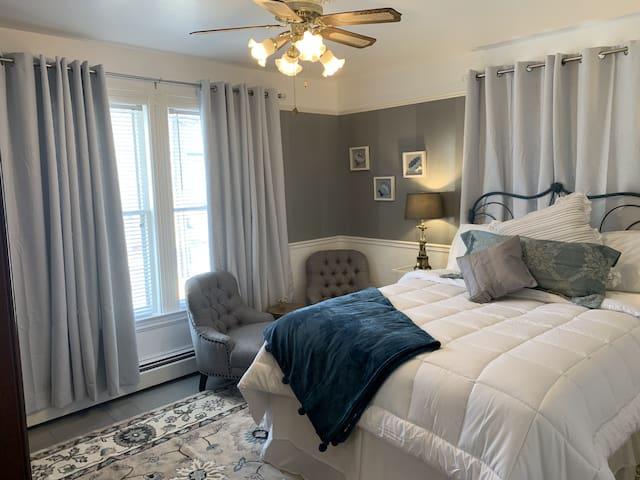 Come From Away B&B Inn - Historic House - Lover's Nest (Room 4)