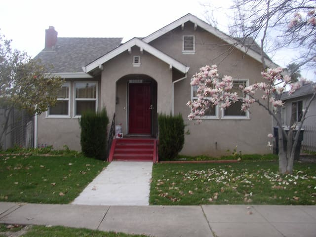 Charming 2 Bedroom Home in Sacramento - Sacramento - Haus