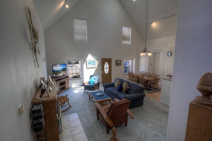 Meyers Home w/Hot Tub, Master Jacuzzi, Fireplace, BBQ, by Sierra Ski (COH0821)