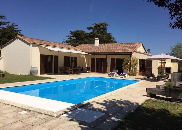 La Villa du Payré, proche mer et piscine chauffée