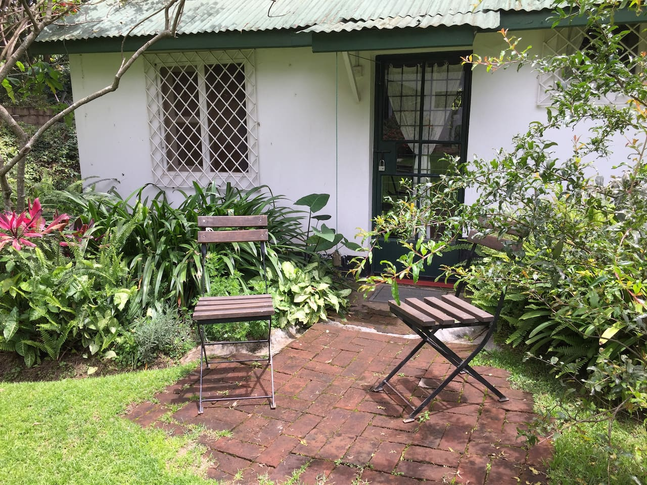 A lovely room in a quiet corner of Arusha, 1 km from the Clock Tower