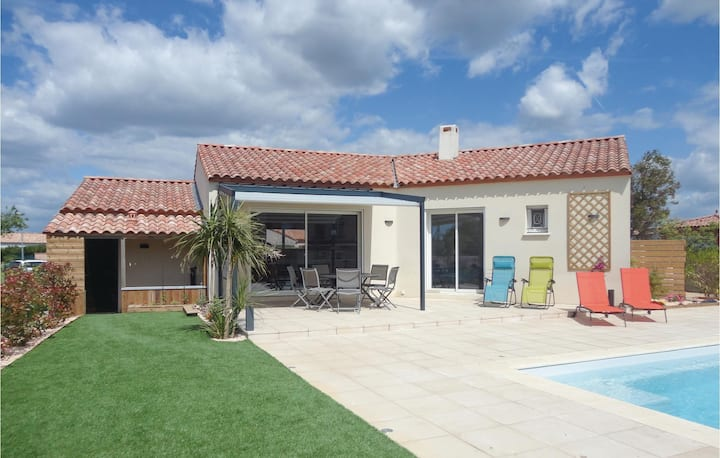 Stunning home in Ginestas with Outdoor swimming pool, Outdoor swimming pool and 3 Bedrooms