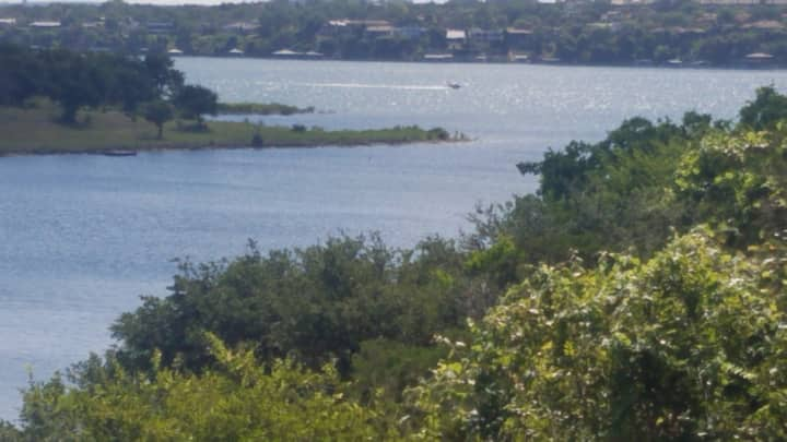 Lake Travis Water Front Quiet Cove- Charming!