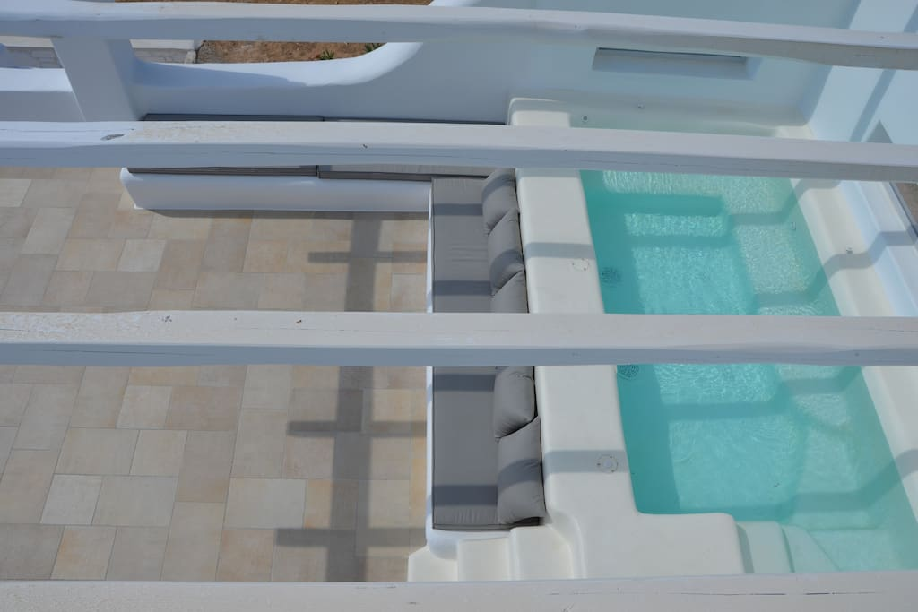 The open lounge veranda area with 35m2, Superior-Jacuzzi (2,5m x 1,70m) for great relaxing time
