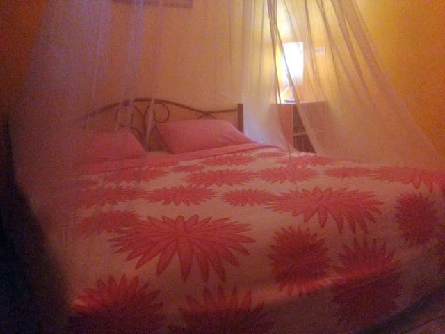 very quiet cosy double fan room, opposite beach - ko samui - Huis