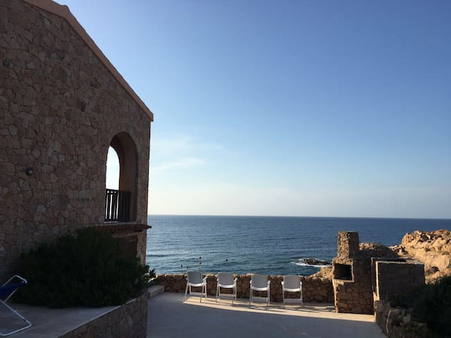 CASA VACANZA AD UN PASSO DAL MARE - Trinità d'Agultu e Vignola - Maison