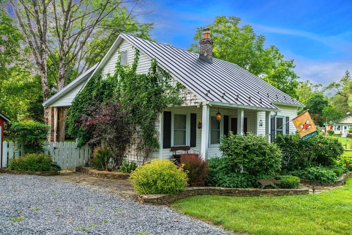 Meticulous Hunt Country 2BR 1BA Upperville Cottage