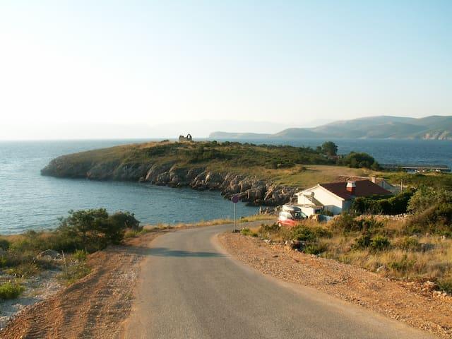 Stone house overloocking the sea - VRBNIK - Ev