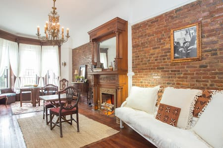 Verna's Brownstone Suite (Bed Stuy) - Brooklyn - Casa a schiera