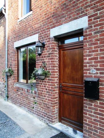 LE GITE RURAL CHAMPETRE DE WALLONIE - Honnelles - Dům