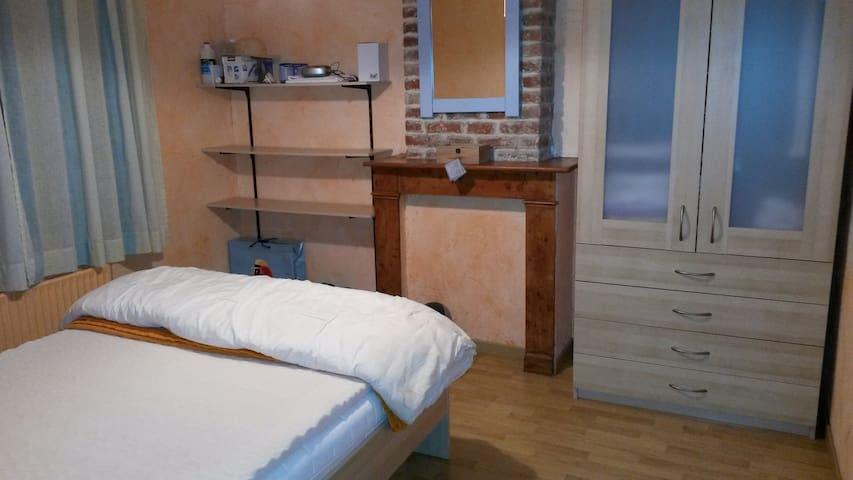Chambre au calme dans la ville - Valenciennes - Ev