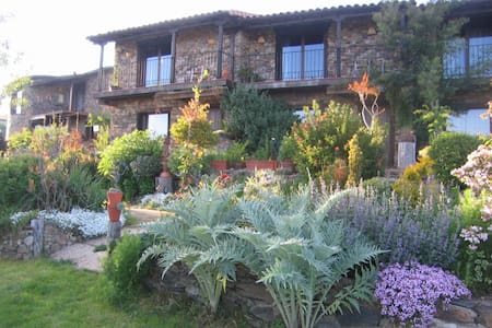Casa Rural Jardines del Robledo    - San Miguel del Robledo