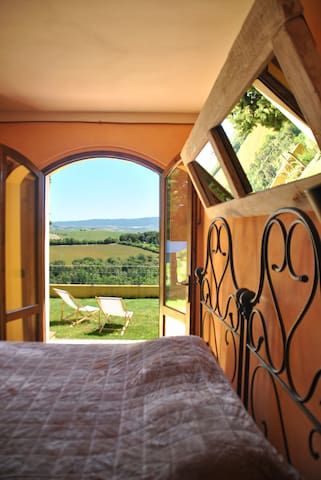 Tuscan farmhouse room