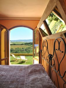 Tuscan farmhouse room - Rosignano marittimo - House