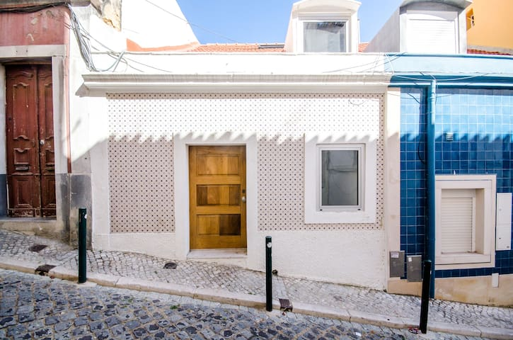 House with Small Patio and Terrace - Lisbon - Apartemen