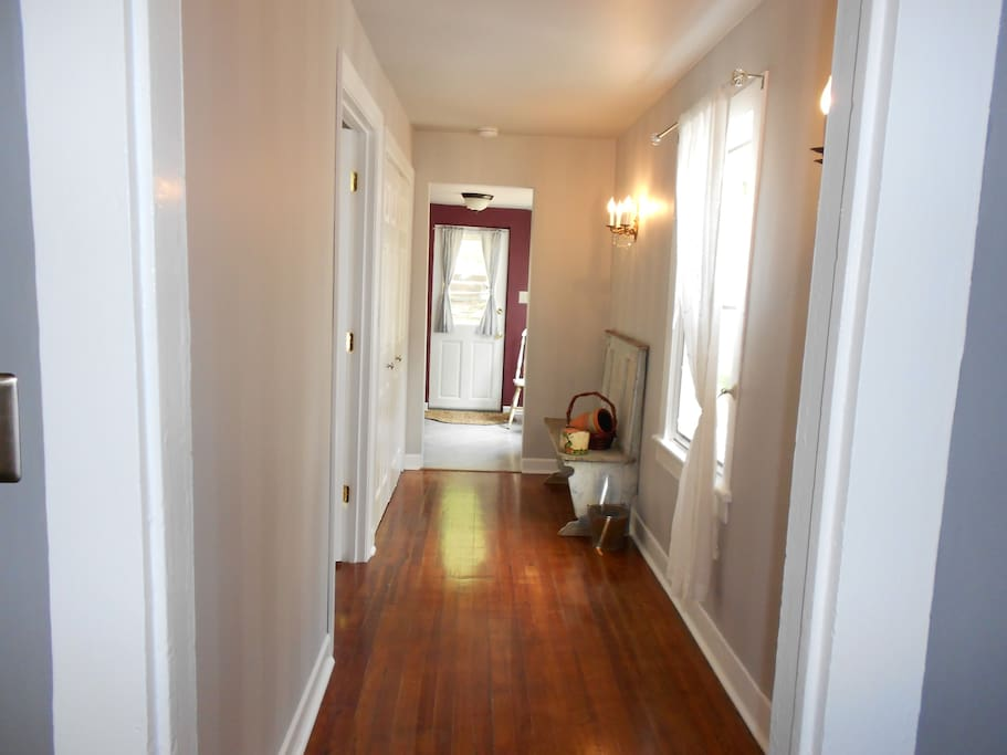 Comfortable apartment downtown appartements louer for Crozet salle de bain