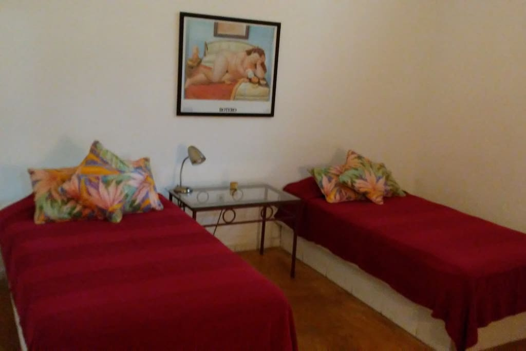 Bedroom 2 single beds