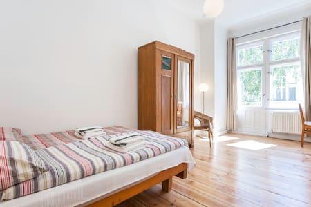Sunny Apartment with Balcony - Berlin