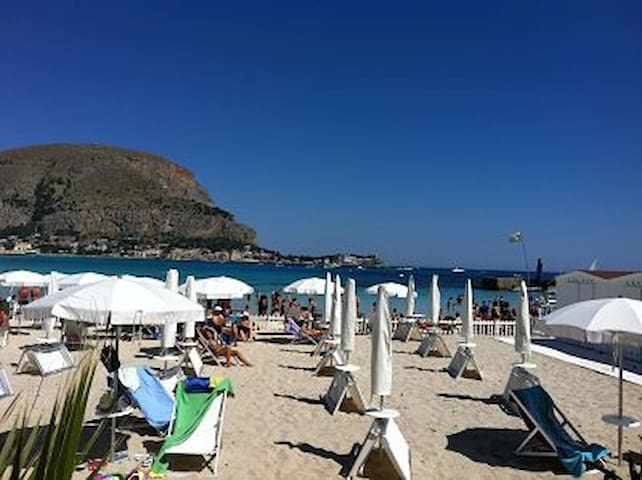 Mondello , 30 m from the beach - Palermo - Huis