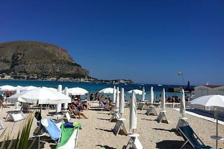 Mondello,  casa vacanze fronte mare - Palermo
