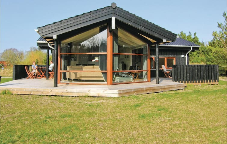 Holiday cottage with 3 bedrooms on 94m² in Fjerritslev