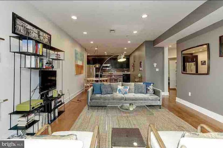 2bed 2bath spacious condo in DC's hippest area