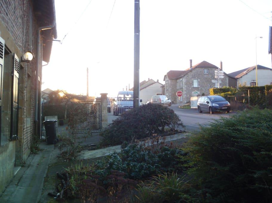 Façade rue vue ver le village