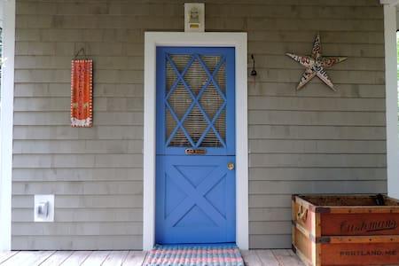Attractive guest cabin on the ocean - Winter Harbor - Stuga