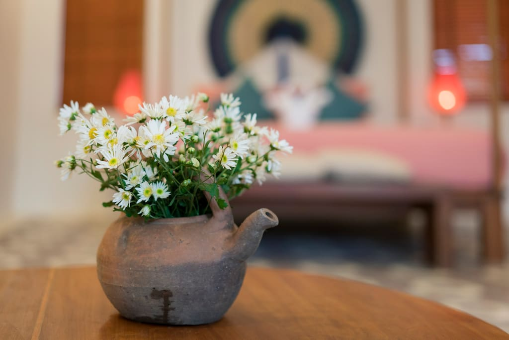 Every decorated detail in Savanna Suite brings in the story of Hoian culture and nature