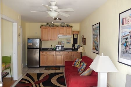 Ocean City Condo 2 blocks from the beach & boards