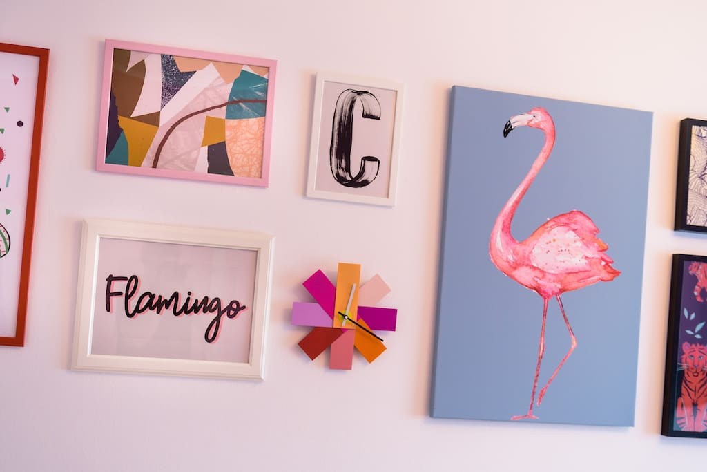Quirky colourful and energizing - your next stay in Pink Flamingo apartment:)